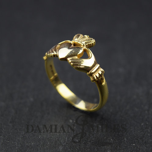 Gents 9ct gold Claddagh Ring