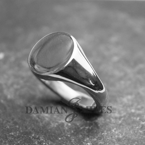 Gents Oval Signet Ring in Sterling Silver.