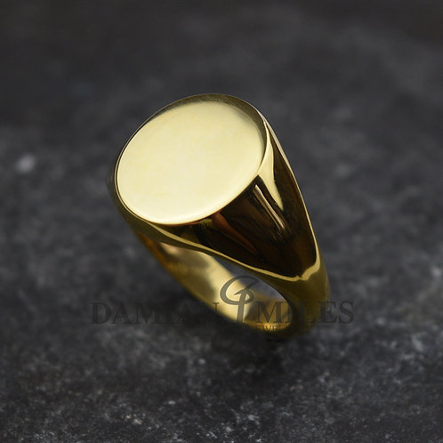 Gents, heavy oval signet ring in 9ct gold.