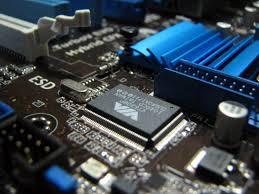 Huawei: dopo il bando di Trump, Google e grandi dei microchip fermano le forniture.