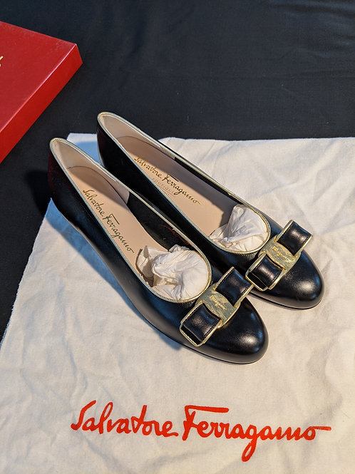 Salvatore Ferragamo Vintage Vara Bow Pump Size 8