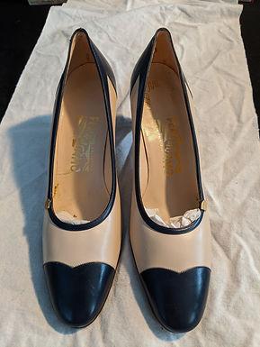 Salvatore Ferragamo Size 8 Black & White