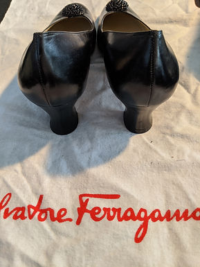 Salvatore Ferragamo Size 8 Accent
