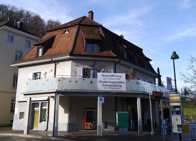 Die Kindertagsstätte Zwergenburg in Bättwil. Im Alten Stationsgebäude.