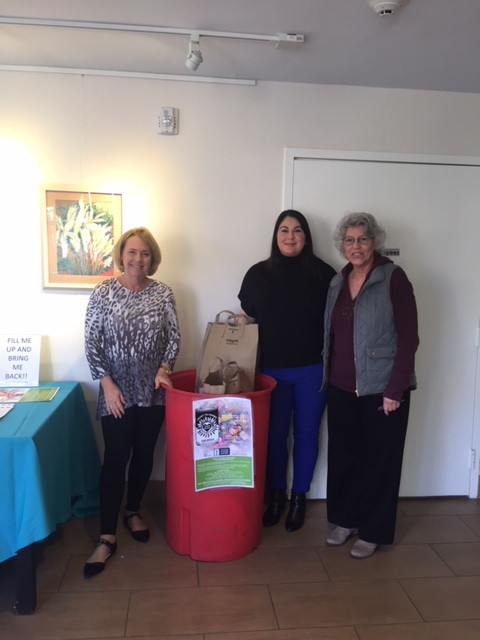 La Jolla Community Center participates in local food drive.