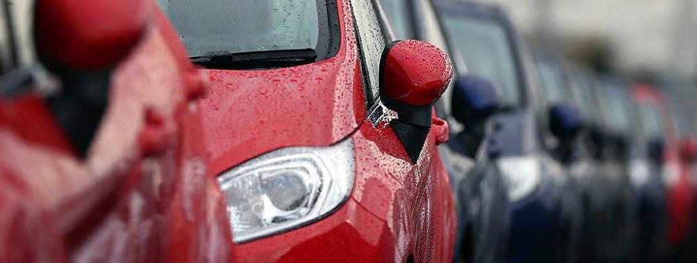 vehículo, automóvil, auto rojo, auto mojado