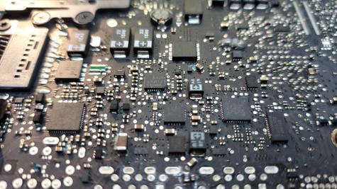 MacBook Pro 13 Charging