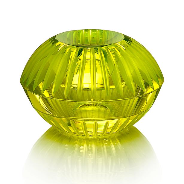 CH 6 2020 19x19x11  uranové sklo, foukané, ručně broušené, řezané, lepené