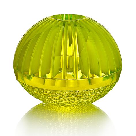 CH 10 2020 23x23x19  uranové sklo, foukané, ručně broušené, řezané, lepené