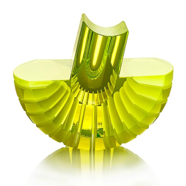 CH 16 2020 22x18x19  uranové sklo, foukané, ručně broušené, řezané, lepené