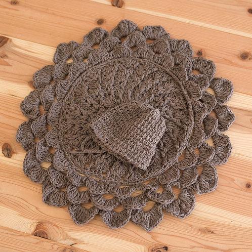 オーガニックコットン 手編み丸型ブラケットと、ボンネットのセット