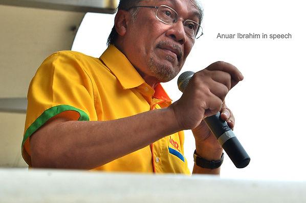people,photographs, Anuar Ibrahim in speech