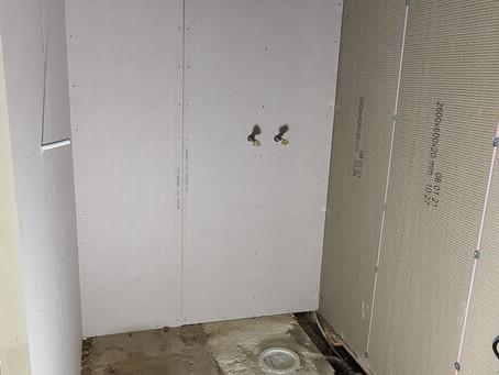 Badrum med högt till tak!
