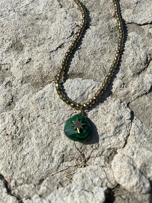 Collier stone