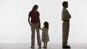 Einstweilige Anordnung: Häufiger Ortwechsel ist Kindern bis zur Hauptsacheentscheidung zu ersparen