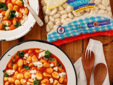 Ñoquis con tomate y espinacas