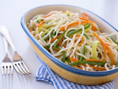 Tallarines con hilos de zanahoria y zucchini