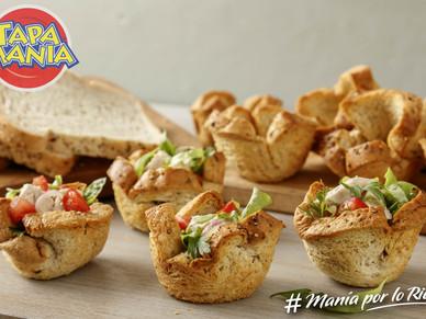 Tarteletas de pan de mesa con semillas y ensalada de pollo