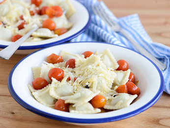 Ravioles de pollo y verdura con salsa de tomatitos