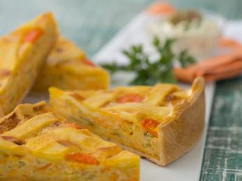 Pastel de zanahorias, zucchinis y cebollas