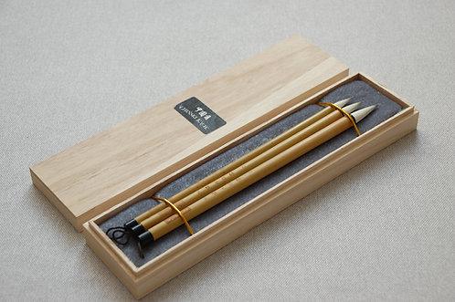 Zestaw trzech bambusowych pędzli w drewnianym pudełku