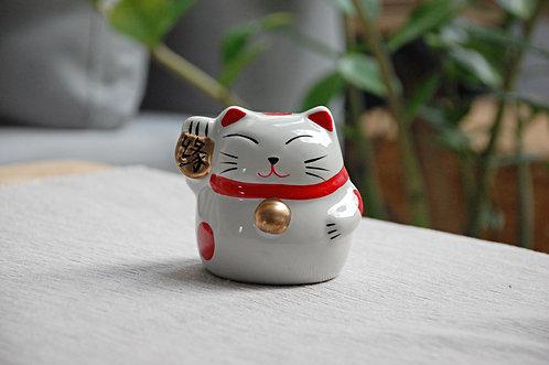 Kot szczęścia witający skarbonka maneki-neko PRZEZNACZENIE