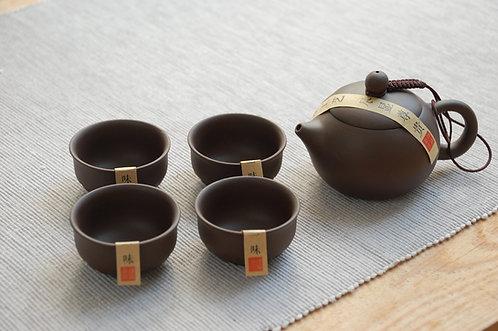 Brązowy zestaw do herbaty w pudełku