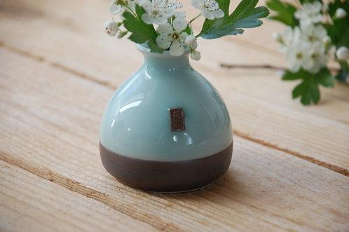 Mały ozdobny wazon na kwiaty