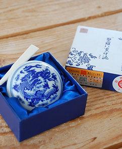 Czerwona pasta do pieczęci chińskich w ceramicznym opakowaniu
