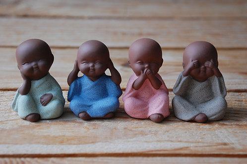 Małe figurki 4 mnichów Feng Shui