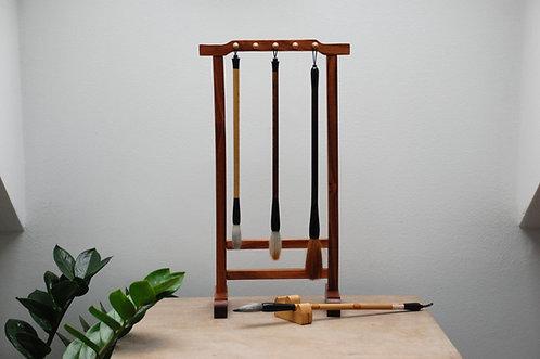 Ozdobny drewniany wieszak na pędzle do kaligrafii JASNY
