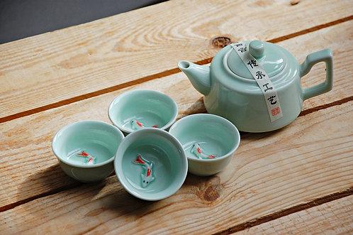 """Komplet do herbaty """"Rybki"""" w pudełku czajniczek + 4 czarki"""