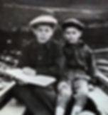 поэт песенник Юрий Александрович Полухин с младшим братом на Енисее вокальная эстрадная детская студия песни Фантазеры