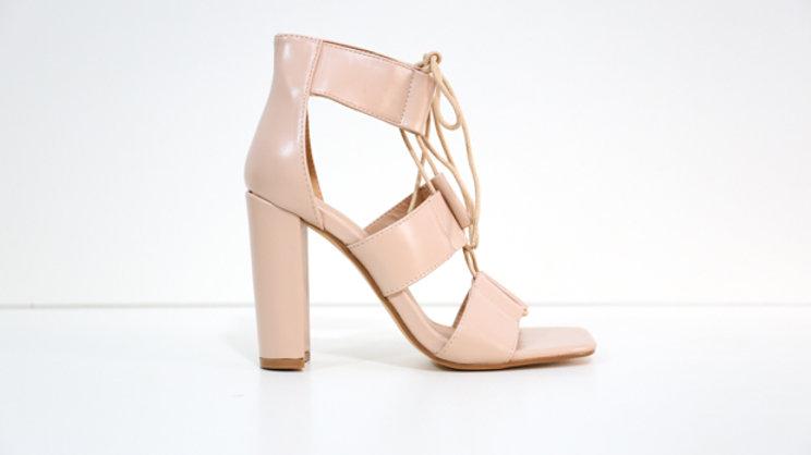 Sandale à talon à bout carré