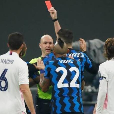 """Arturo Vidal, al árbitro: """"Tienes ahí la mierda del VAR para mirar y nada"""""""