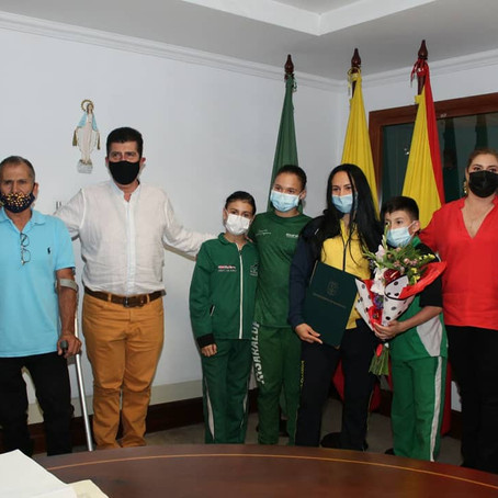Jenny Marcela Arias fue recibida como una campeona por el Gobernador de Risaralda.
