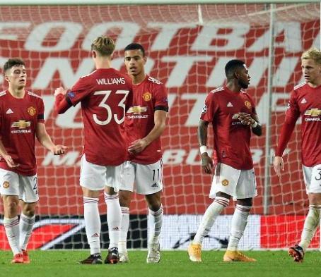 Manchester United goleó a Istanbul y puso un pie en octavos