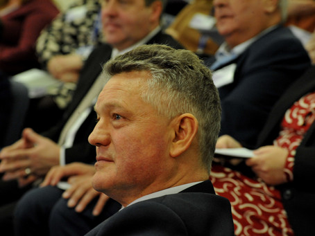 Independent Mayor Mike Starkie switches to become a conservative