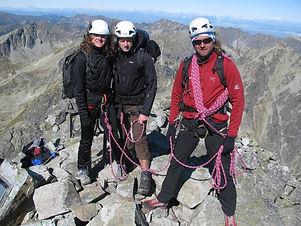 Výstup na Vysokú je náročná, celodenná túra. Dobrá kondícia a taktiež skúsenosti s technickým terénom sú potrebné. Na vrchol vedú viaceré výstupové trasy, no najbežnejšia vedie zo sedla Váha, začínajúc túru na Popradskom plese.  Vysoká zo svojho vrcholu ponúka krásne výhľady na Gerlachovský štít, Satan, Rysy a iné.  Prevýšenie: 1100 m z Chaty pri Popradskom plese  Dĺžka túry: 7 – 8 h  Náročnosť: – technicky náročný terén, exponované pasáže – dobrá kondícia a skúsenosti s vysokohorskou turistikou  Počet osôb/horský vodca: max. 3 osoby  Cena: 360 € / 3 osoby (iba v letnom období) 320 € / 2 osoby (v zime max. 2 osoby) 300 € / 1 osoba