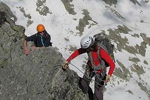 Tradičný výstup na Ľadový štít s horským vodcom začína na Téryho chate a vedie záverom Malej Studenej doliny. Potom cez Ľadového koňa po exponovanom hrebeni až na vrchol. Odtiaľ sú úžasné výhľady na Lomnický štít, Javorové štíty, Javorovú dolinu a tiež na Belianske Tatry.  Ľadový štít sa dá dosiahnuť aj trasami menšej obtiažnosti, ale je prístupný len s horským vodcom.  Dĺžka túry: 5 – 6 h z Téryho chaty, z Hrebienka 10 h  Prevýšenie: 600 m z Téryho chaty  Náročnosť: – technicky náročný terén s exponovanými pasážami – dobrá kondícia a skúsenosti s vysokohorskou turistikou  Počet osôb/horský vodca: max. 3 osoby  360 € / 3 osoby (iba v letnom období) 320 € / 2 osoby (v zime max. 2 osoby) 300 € / 1 osoba