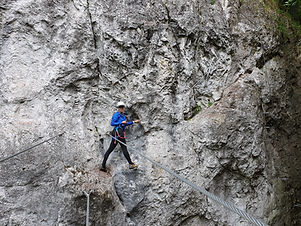 Absolvovanie via ferraty v sprievode horského sprievodcu Vám ponúka niekoľko benefitov: - Horský sprievodca dbá o vašu bezpečnosť od plánovania túry cez jej realizáciu až po bezpečný návrat. - Náročné miesta zvládnete s podporou horského sprievodcu jednoduchšie. - Dozviete sa o histórii územia a cesty, po ktorej ste sa vydali. - So sprievodcom si budete budovať správne návyky pohybu v horskom teréne.  Vyberte si dátum a feratu, ktorú by ste radi vyskúšali:                                                                                                               Martinské hole Ferrata HZS Kyseľ, Slovenský raj Dve veže Skalka pri Kremnici  V prípade, že sa potrebujete poradiť, neváhajte nás kontaktovať.  Min.počet osôb 2. Cena pri 3 a viac osobách :  50 € / osobu               Zapožičanie ferratového setu a prilby je možné za 10 EUR.
