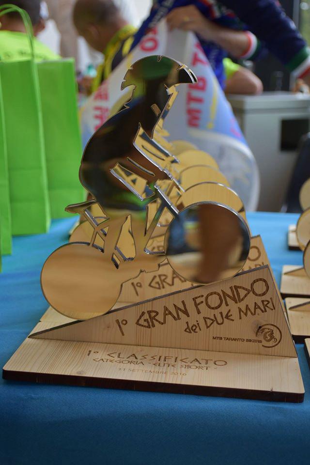 Trofei in legno e plexiglas