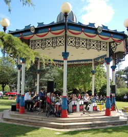 M7_bandstand