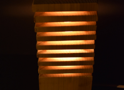 wooden table lamp ▸ made of spruce discs 2