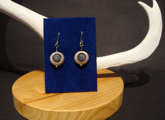 Earrings ▸ made of reindeer horn with achat