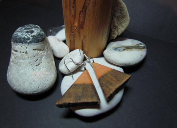 "Earrings ▸ made of Kelo ""dead"" wood"