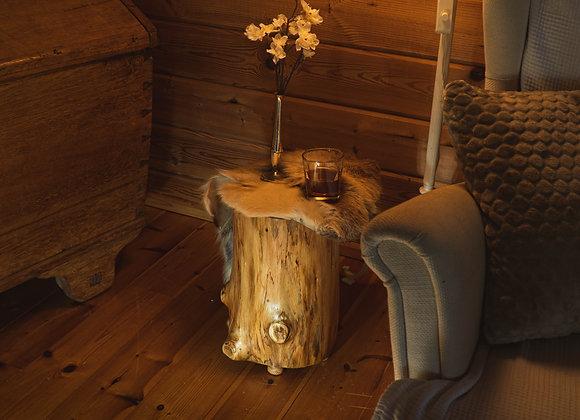 Beistelltisch-Baumstamm-Hocker- aus lappländischer Polarkiefer