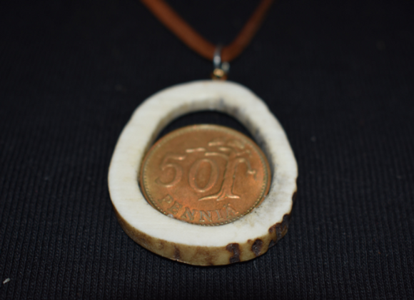 "Necklace ▸ made of deer antlers - with Finnish 50 ""penniä"" coin"