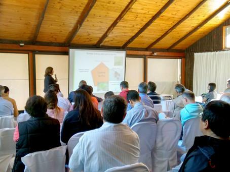"""Seminario """"Avances en la polinización bajo cobertores plásticos en kiwi amarillo y estatus actual de"""