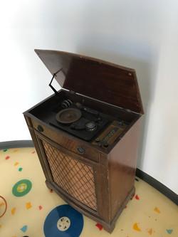 Old phonograph player at Rainbo